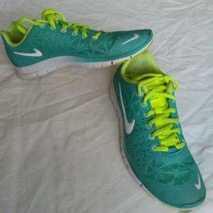 Nike free tr size 7.5